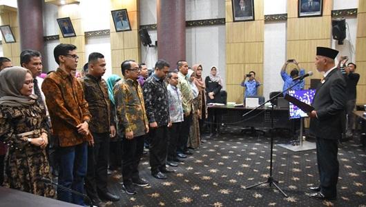 Wako Mahyeldi Kukuhkan Pengurus Ekonomi Kreatif Kota Padang