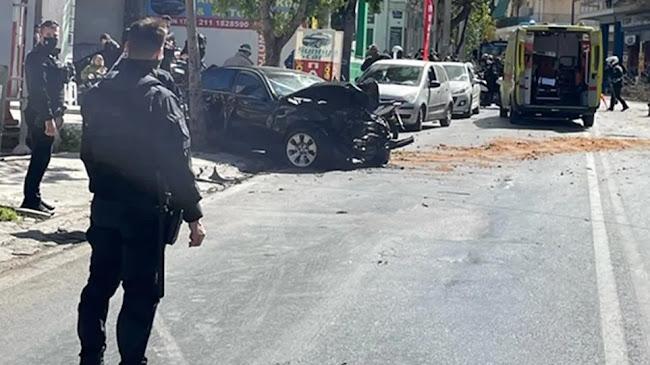 Κλεμμένο ΙΧ ξέφυγε της πορείας του στη Λιοσίων  Χτύπησε πεζό και μοτοσικλέτα! – ΒΙΝΤΕΟ