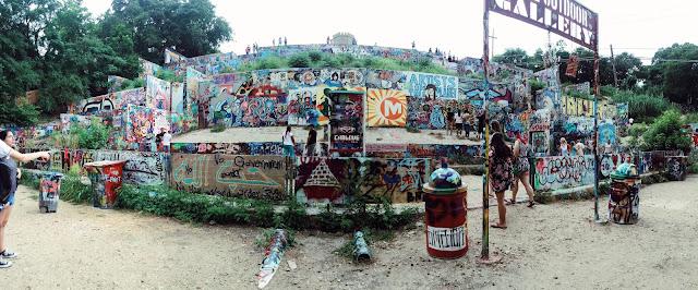 Visite o Hope Outdoor Gallery, uma galeria de grafite a céu aberto.