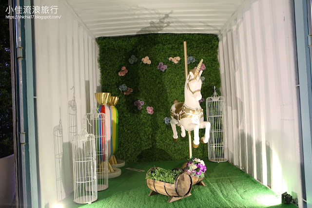 新竹走跳貨櫃市集拍照裝置藝術,少女風的白色木馬