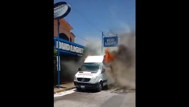 VIDEO.- Grupo Bimbo se niega a pagar cuota y Sicarios del Cártel del Noreste le incendian 3 camiones en Tamaulipas