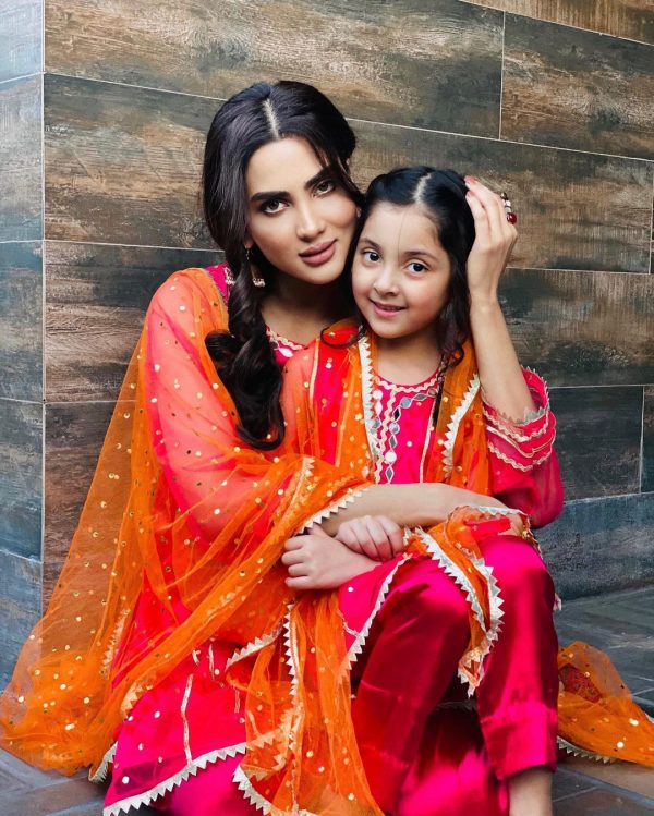 Fiza Ali New Pictures with Her Daughter Faraal