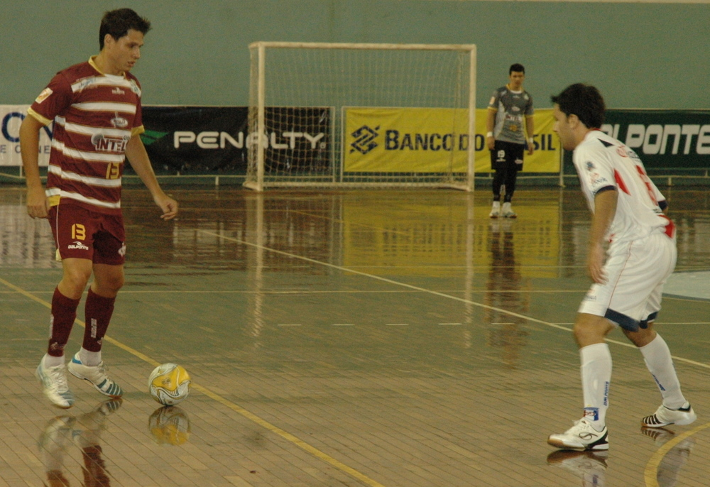Intelli vence o duelo de gigantes e lidera a Liga Futsal 2012 6baa8f739719a