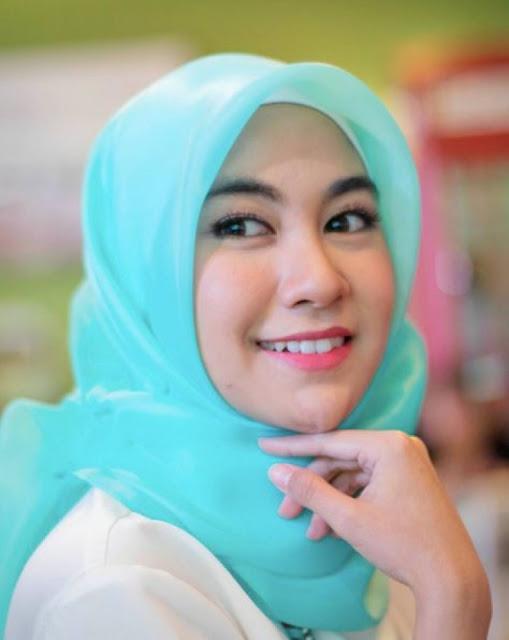 Anisa Rahma : Tren Gigi Gingsul