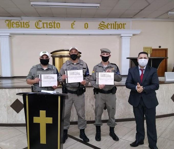 Brigadianos do 26º BPM recebem homenagem da Igreja Universal pela passagem do Dia do Soldado