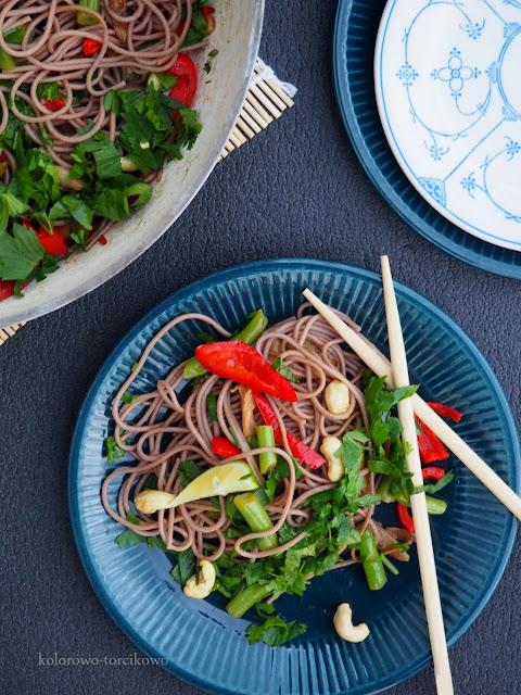 Makaron z boczniakami w stylu azjatyckim