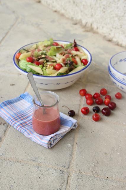 Cuillère et saladier : Sauce vinaigrette aux cerises