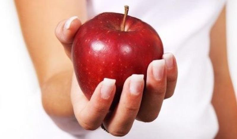 Um novo estudo descobriu que pessoas que consomem duas porções de frutas por dia têm 36% menos chances de desenvolver diabetes tipo 2 do que aquelas que consomem menos da metade de uma porção ou em forma de suco.