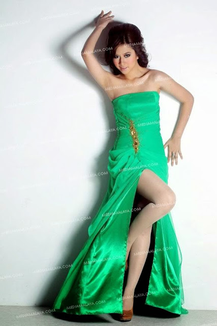 Sexy Pictures Miera Liyana in Green Dress