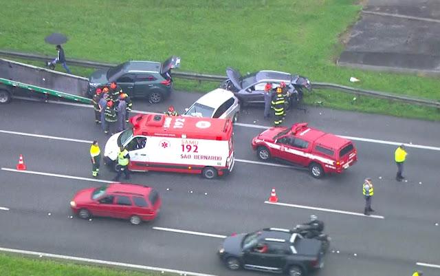 Acidente deixa ao menos 5 feridos na Rodovia dos Imigrantes