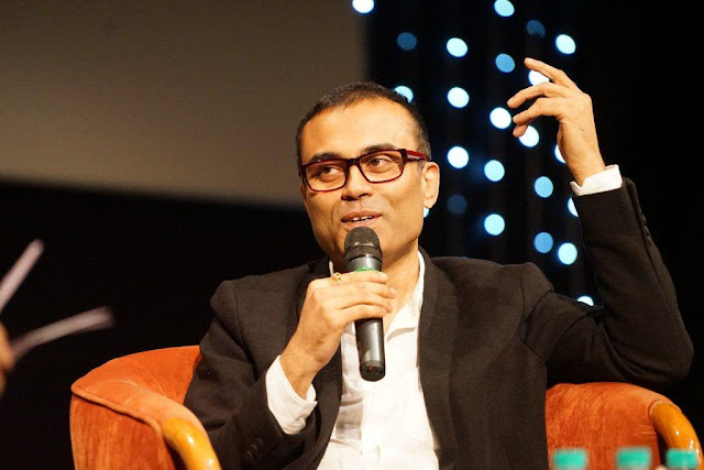 """I always wanted to be a singer, not a lyric writer"", confessed Amitabh Bhattacharya at the 5th Veda session of Whistling Woods International"