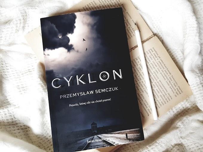 Cyklon/ Przemysław Semczuk