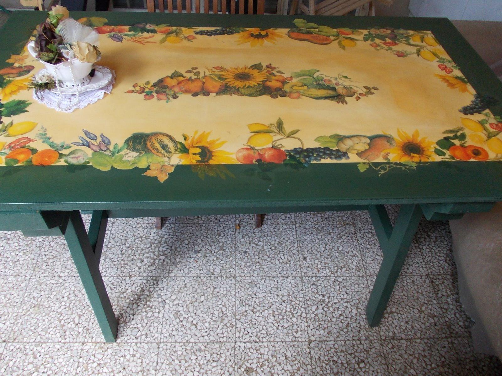 Tavoli Da Giardino Decorati.In Pigiama Un Tavolo Da Giardino A Decoupage A Garden Table With
