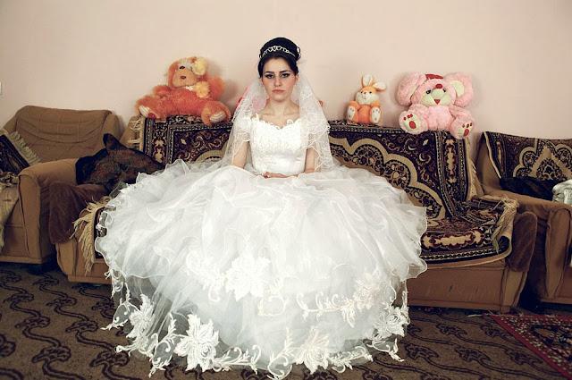 Azerbaiyán: dos chicas se suicidan para evitar matrimonios forzados