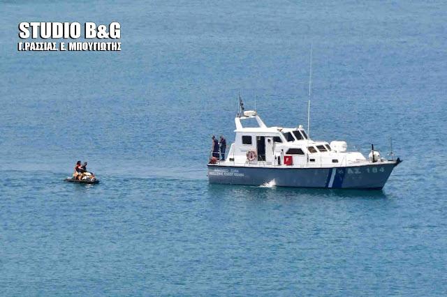 Εντατικοί έλεγχοι σε μηχανοκίνητα θαλάσσια μέσα αναψυχής από το Λιμεναρχείο Ναυπλίου