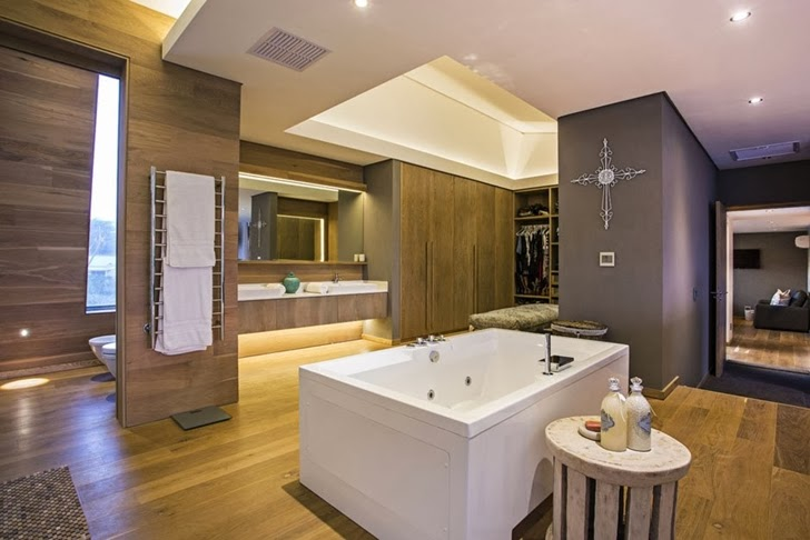 Bathroom in Modern Mansion by Metropole Architects