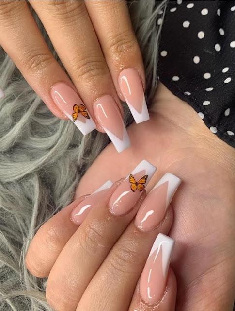 Uñas con mariposas