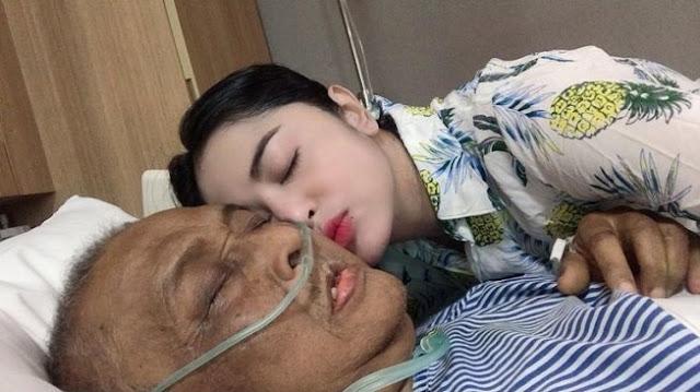 Ayah Dewi Perssik Dikabarkan Meninggal Dunia