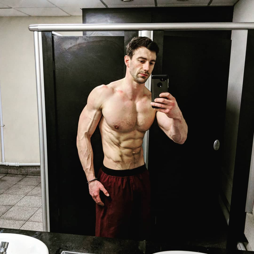 strong-shirtless-man-veiny-biceps-bathroom-selfie