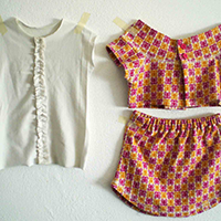 http://www.ohohdeco.com/2012/09/skirt-and-top-from-old-t-shirts-falda-y.html
