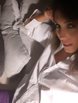 Caterina Balivo conduttrice tv si vaccina vaccinazione con Astrazeneca