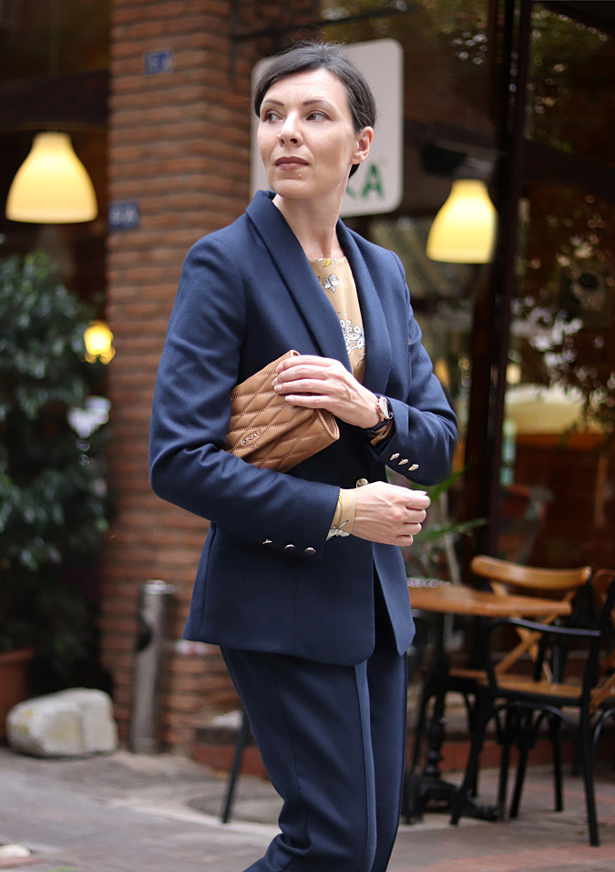 Modne garnitury damskie minimalissmo