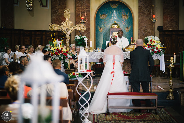 Allestimento floreale chiesa con lanterne