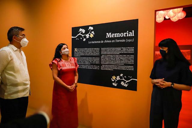 La exposición memorial realiza un análisis histórico a través de textos, fotografías rescatadas de archivo, así como piezas elaboradas por la comunidad china en Torreón, a principios del siglo XX. Foto. Secretaría de Cultura. Edoardo Esparza