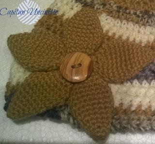 Cappello in lana merino con fiore