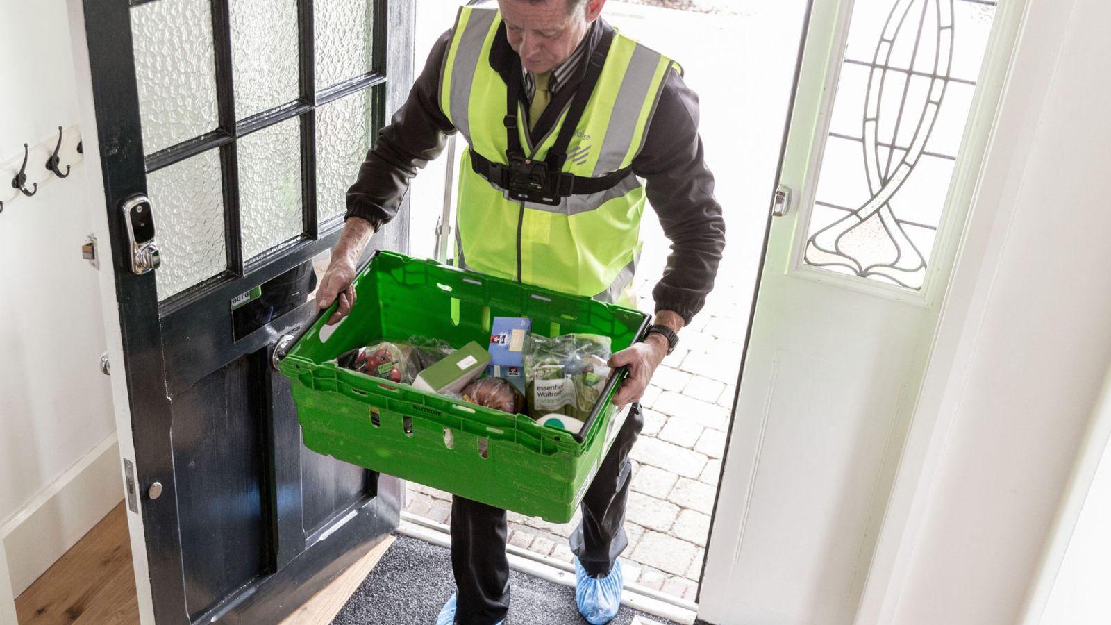 7252597c59c Η νέα τάση στη Βρετανία επιτάσσει τη διανομή τροφίμων κατ' οίκων και ...