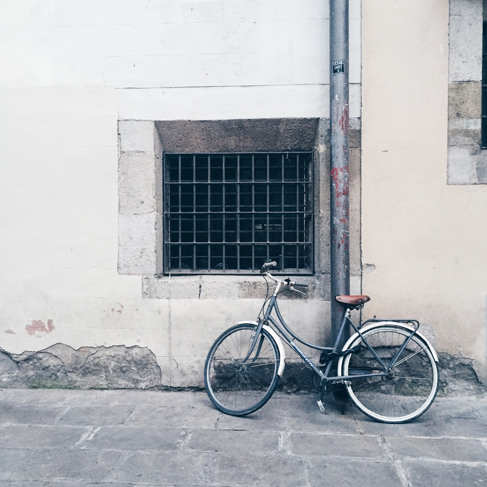 bicycle leaning against a wall in barcelona