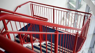 ИНОКС ЕООД предлага парапети за стълби