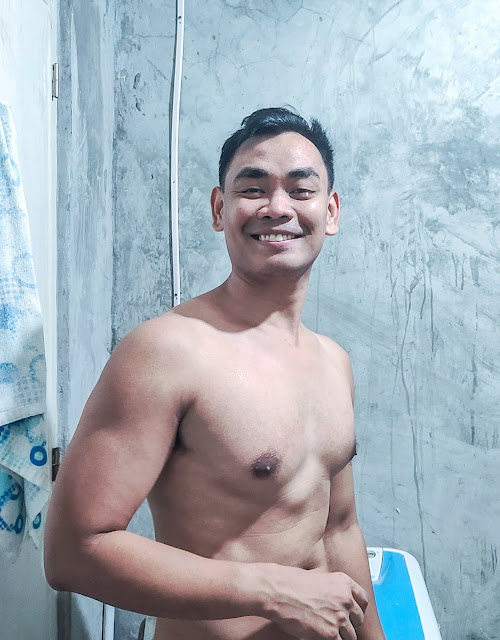 Naked Cebu Blogger with Nude Pic
