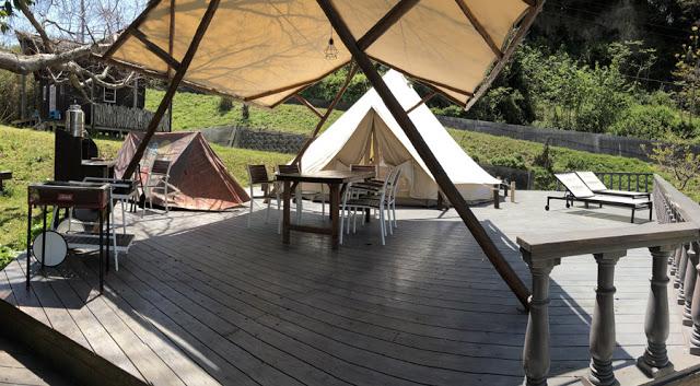 コットンテントにプラスしてキッズ用テントも設営するスタイル