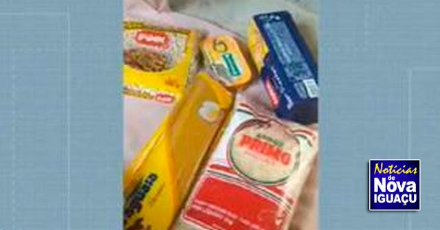 Pais de alunos de escolas estaduais de Nova Iguaçu reclamam de 'cesta básica' com menos de 3 kg de alimentos