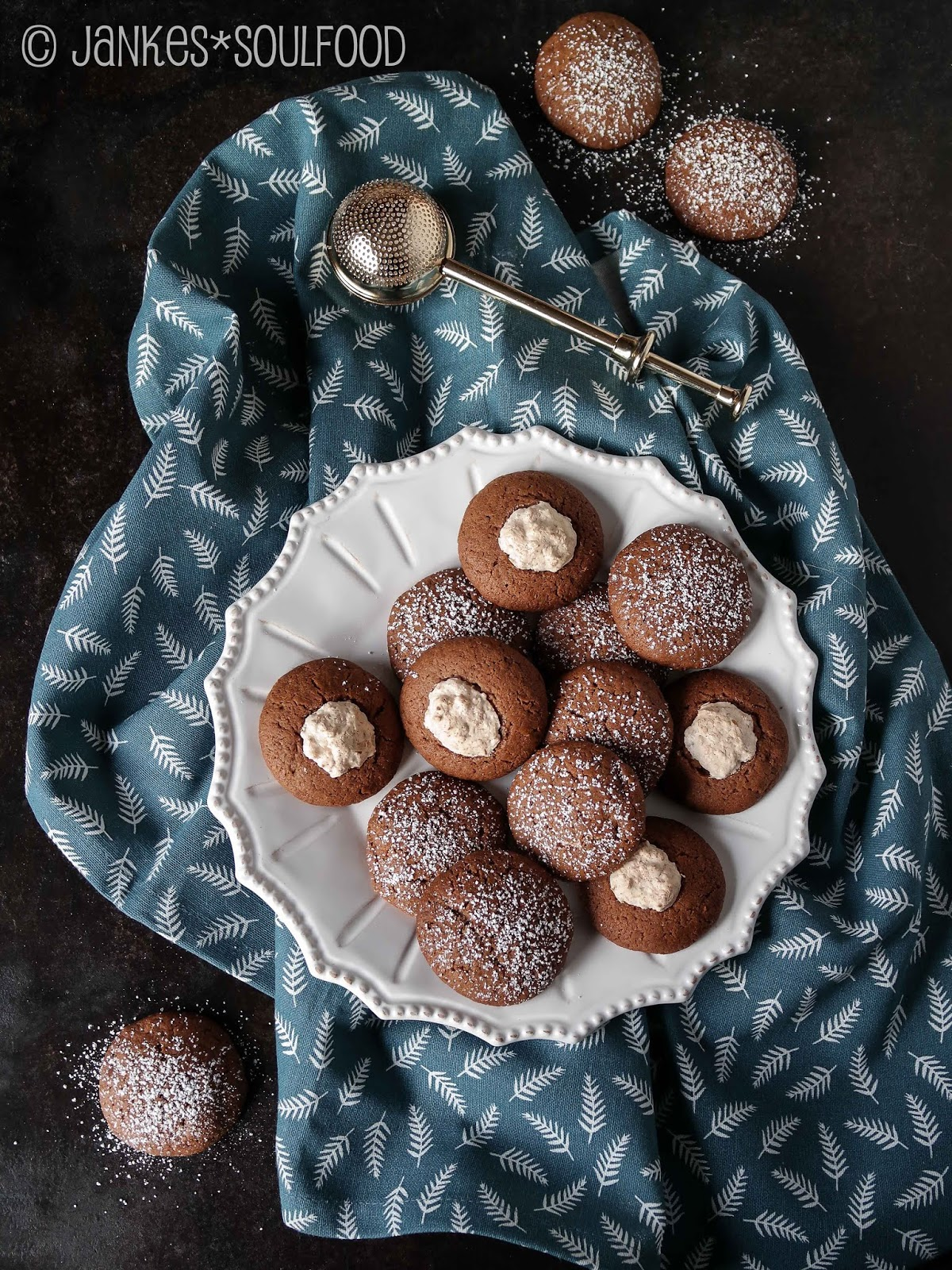 Schokoladen-Cookies mit Kokosfüllung