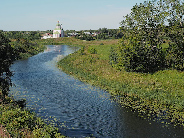 Суздаль – берег реки Каменки (Suzdal – Bank of the Kamenka river)