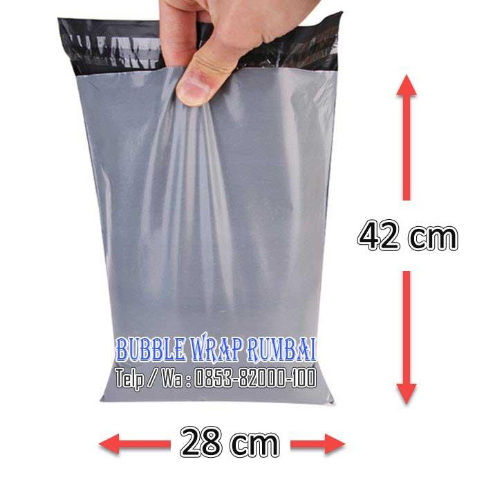 Amplop Plastik Polymailer di Pekanbaru 28 x 42 grey