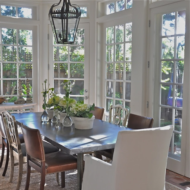 Breakfast dining area in California beach cottage in Santa Monica by Giannetti Home