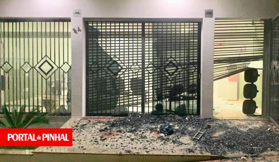 Quadrilha explode agência bancária em Albertina (MG)