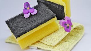 Έξυπνο ,tip για να καθαρίσετε εύκολα και γρήγορα το σφουγγάρι της κουζίνας