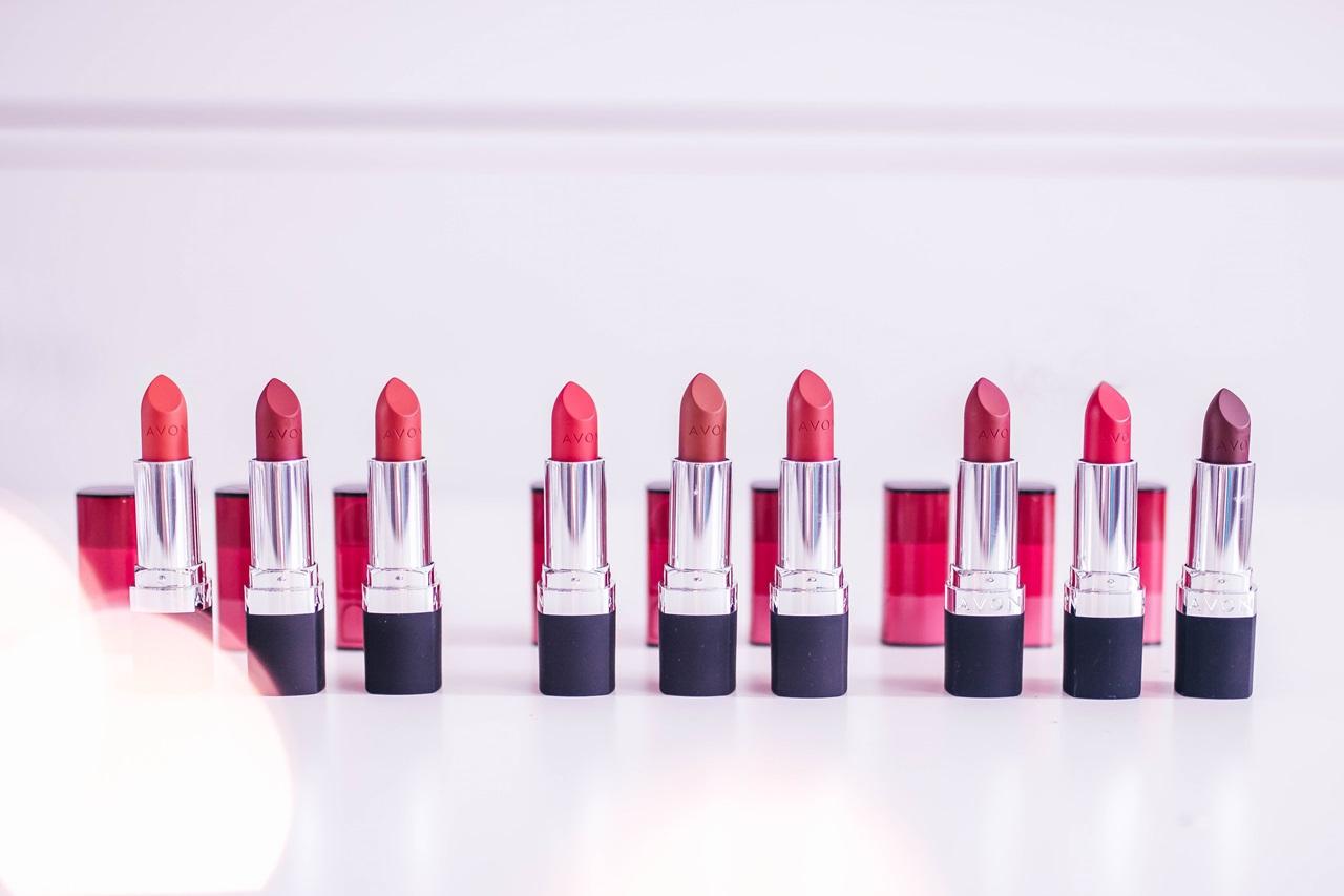 Avon True Color Red - znajdź swój idealny odcień czerwieni! {swatche 9 szminek}
