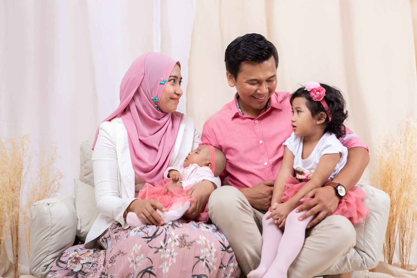 rait photo studio | top photo studio services | Family portraits first choice | malay family photo | indian family photo