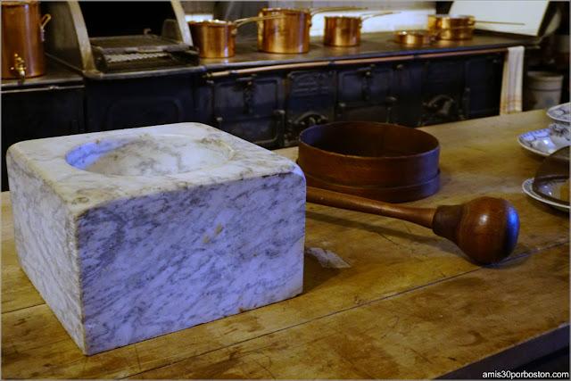 Mortero de Mármol en la Cocina de la Mansión The Elms en Newport