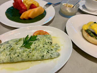 Mushroom & spinach egg white omelette with baked tomato, Beach Road Kitchen, JW Marriott Singapore Beach Road, 2021