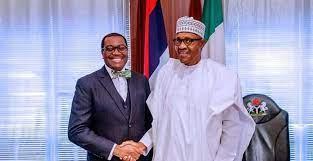 Le président Muhammadu Buhari du Nigeria reçoit le Super Prix grand bâtisseur