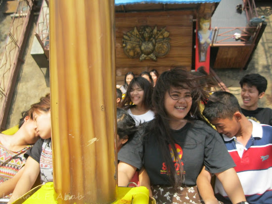 Visitors of Dreamworld Bangkok enjoying the swing of Vikings.