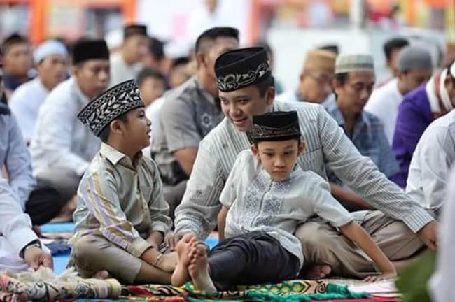 Gubernur Lampung Serta Wakil Gubernur Sholat Id Dilapangan Enggal