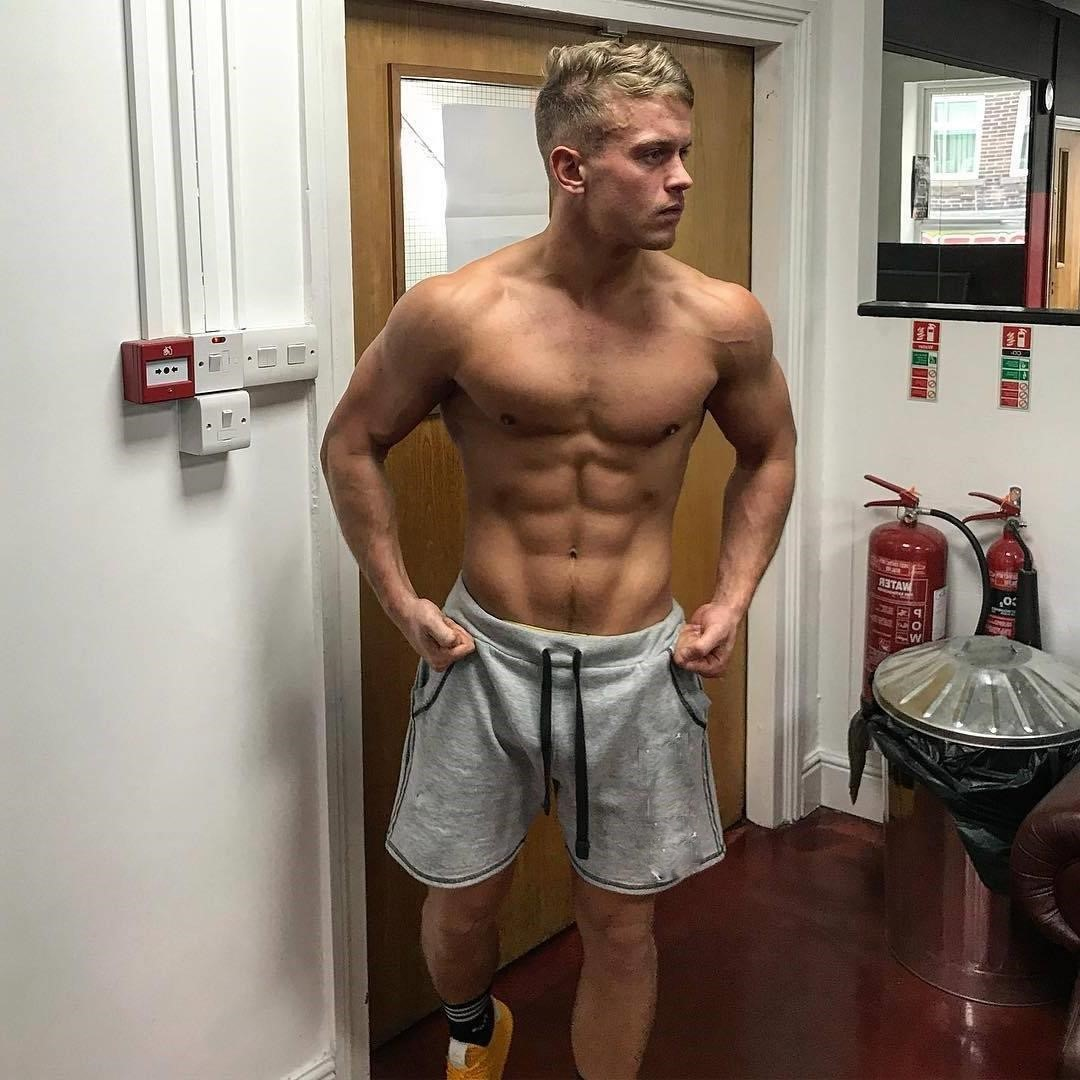 shirtless-sexy-young-blond-boy-hunk-sixpack-abs-jono-watson-pictures