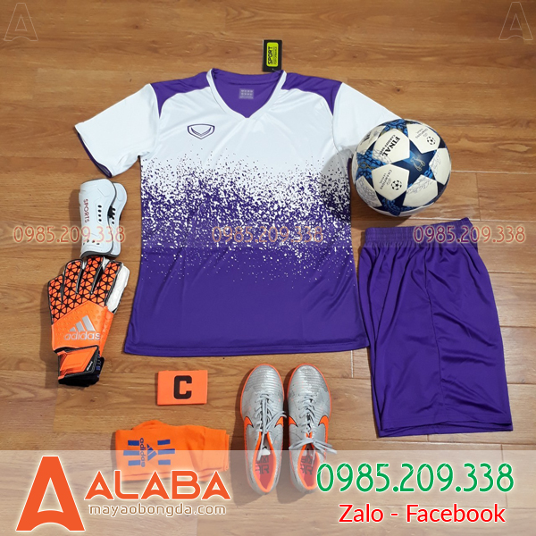 May áo bóng đá màu tím theo yêu cầu